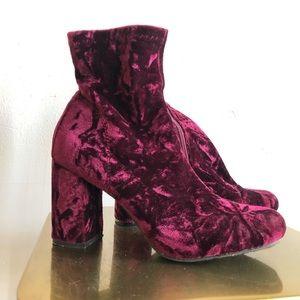 MIA merlot crushed velvet zippered ankle booties 9